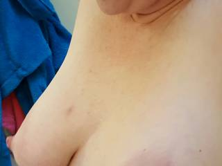 Big milk filled tits on display for you... do you want to touch them?