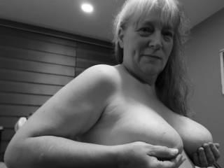 """Femme Sexuelle - Noir et Blanc Classique: """"I Cum Hardest When You Pay Attention To My Tits"""""""