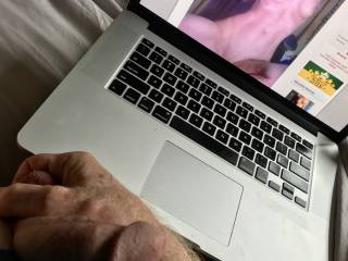Love masturbating with hornyEllafyou. I think this is such a sexy photo.