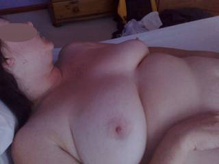 Wife\'s big floppy tits laying flat at rest