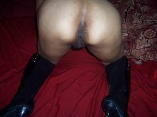 She looks hot in her boots. Look at that pussy and ass