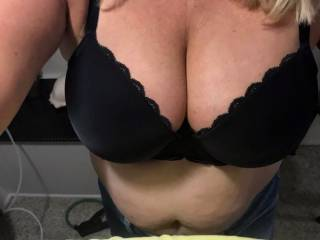 how\'s the twins looking stuffed into her bra....