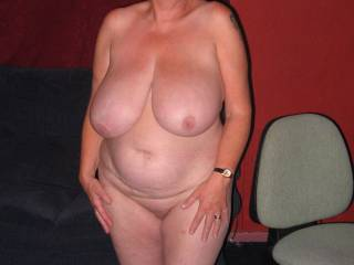 Oh yes now that's my kind of sexy hot thick white wife what a fantastic body mmmmmmmm love to giver some of my hard BBC
