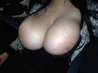 amazing!! would love to cum all over her big tits!!
