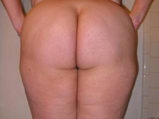 A perfect view of a asslover's perfect naked ass! Between your video this morning and now this picture....you make me wanna cum!