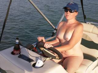 You look so hot nude on your boat. Love to meet a hot sex wild women like you on the laKE