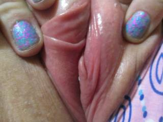 MMMMMM such a pretty pussy and Yesss VERRRY lickable,, mmmmmm