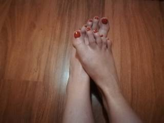 Love sucking her sexy toes