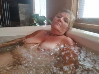 Just relaxing here in the hot tub just got my pussy tore up good he always fucked me good I love relaxing in this hot tub when we finish