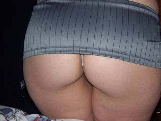Wow...... now thats what you call a hot ass. Can just imagine doing it doggy while slapping those sexy cheeks of yours.