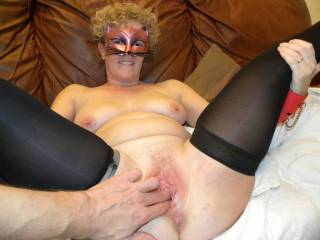 On  cam in front of 50 watchers getting her cute pussy fingered