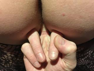 Fingering her pussy hole from behind