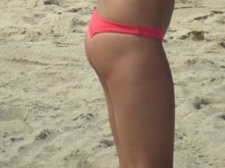 ME OUTDOORS IN MY  BIKINI THONG SHOWING MY  ASS AND THIGH AT THE BEACH AGAIN .. IT GIVES GUY BONNERS AND GIRLS WET PUSSIES