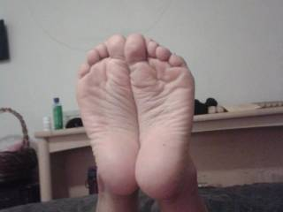 Beautiful wrinkled soles! Would love to press my face up against them to sniff lick n tease...and that's just for starters! Thank you for posting :)