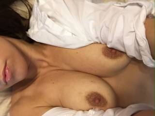 such a stunning body , lovely nipples and look at them pretty sexy lips , all glossy and all , omg so hot