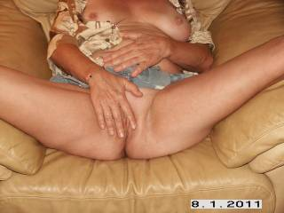 oooh fuk yeah real good up cumming now  spurt after spurt  all over my stomach  wow what a intense orgasm