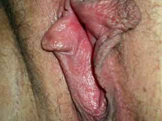 Oh I do love large lips, they are so sexy - love the thought of sucking them into my mouth mmmmmmmm