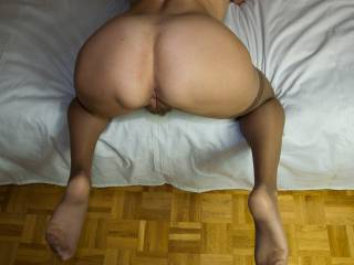 mmmmm she is perfect, love her ass small waist and bulging pussy very hot pic