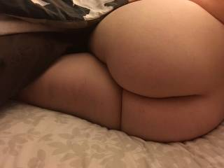 Hot PAWG Booty!