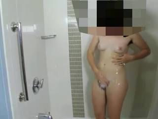 My girlfriend loves show her pussy and body during shower!!! La mia ragazza ama far vedere la propria figa pelosa mentre fa la doccia