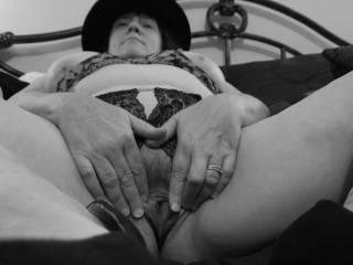 """Femme Sexuelle - Noir et Blanc Classique: """"Needing Some Loving"""" (Married pussy needs it!)"""