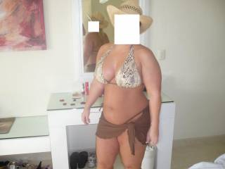 very sexy lady and outfit. wish i ran into you on vacation... you got my big thick young cock very hard