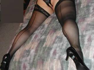 you look so incredibly sexy in backseam sheer stockings and those sexy black pumps...i think i'm in love!!!!