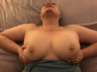 Wife cumming while holding and bouncing her tits in the middle of a good fucking.