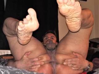 spreading my hole for u wanna feell u fucking me hard as u sniff anbd lick those big feetsoles