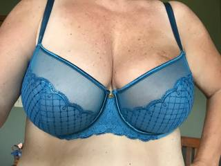looks very sexy I'd love to be the one to take it off mmm
