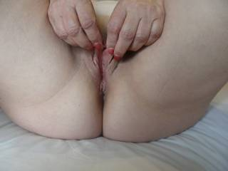 New red jewel. I was aIso wondering if I could do a Cinderella and find the perfect cock for my pussy? Feel free to let me know if you think you could be the perfect fit!