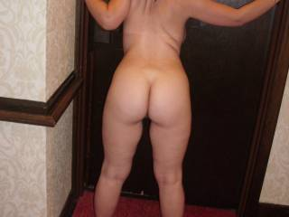 Another Hotal hallway shot of that juicy ass!