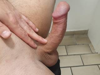 I\'d love to feel some lips wrapping the shaft of my cock