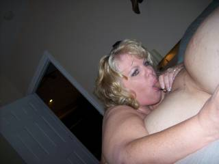 This SexxyHott Lady looks Fantastic in Action! I'd love for her to suck my dick!