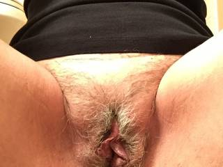 Looks so gorgeous, and big pussy lips to suck on