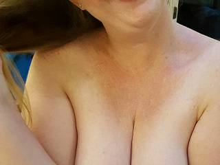 Who doesn;t love cleavage?  Hubby does... do you?