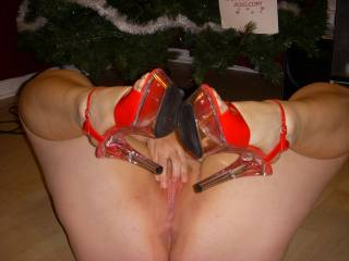 please come over and be under our tree for christmas id love to lick that while hubby watches