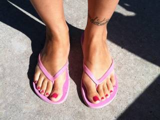 Pretty painted toes...may I cum on them???