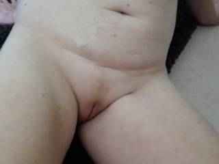 Absolutely gorgeous! !   DeeeeLicious smooth pussy! !