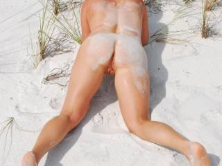 there´s nothing sexier tnah being naked on the beach! great pic!
