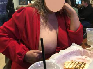 PUBLIC FLASHING while at dinner with @Shayandwally. This is the view we all had with people all around us. Anyone want to join us for dinner fun?