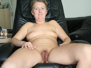 what a gorgeous open legs picture ur pussy look so good I could eat it mmm