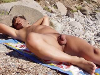 I wish find someone which love too stay nude on the beach, and may to have after some hot sex