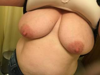 Wife rubbing my bell end