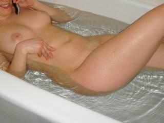 Nothing better than a sexy wet women!!