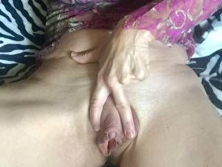 I need your mouth around this horny cunt! 🔥👅