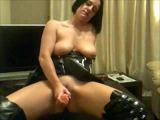 wow! amazing sexxy body and id love to meet you and give your pussy n asse a real good licking before and after youve fucked your self with your toys!! love your nipples too!!! xxxx