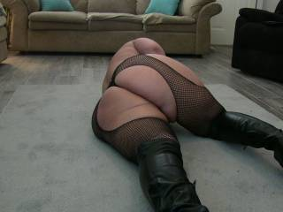 yup I love it I wanna lay you on your side like that and slide right into your sexy big ass and pound away