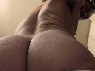 Upshot of my thick fat ass anyone want to taste ?