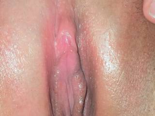 My little pink clit is aching to be licked and sucked on - who\'d like to make me cum on their face?